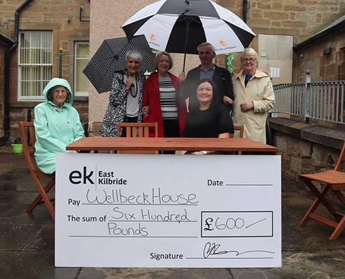 Wellbeck & Lindsay Grove residents receiving their cheque